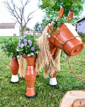 Steel Rod Clay Pot Horse Planter Front - Clay Pot Crafts